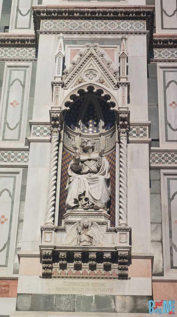 Papststatue an der Kathedrale von Florenz