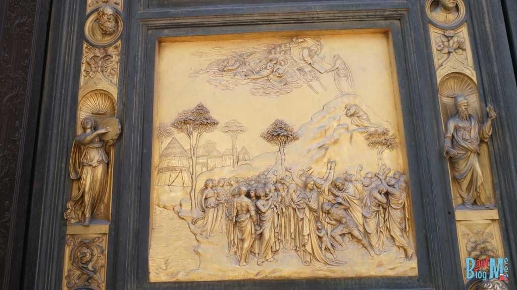 Türrelief des Baptisteriums di San Giovanni in Florenz - Moses erhält die 10 Gebote