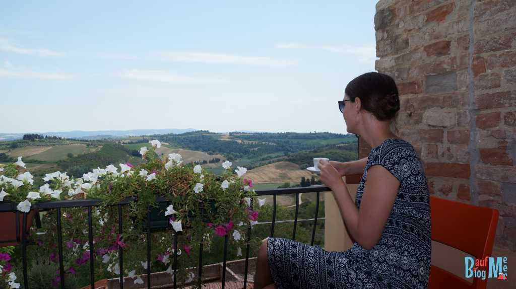 Espressopause in Peccioli ein kaum touristisch frequentierter Ort in der Toskana
