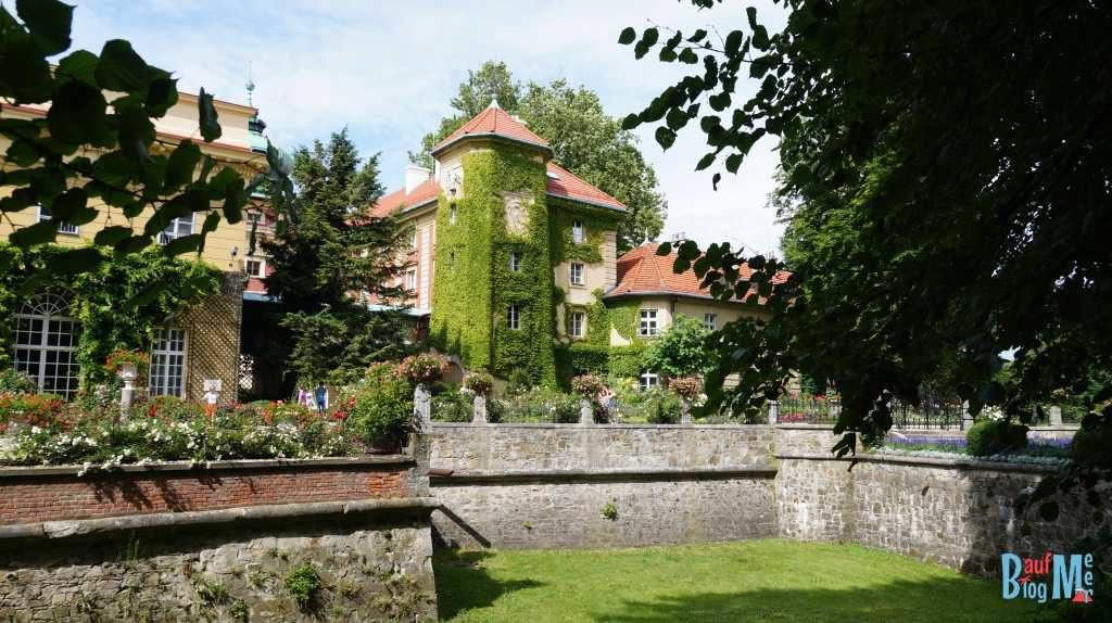 Blick auf den Pałac w Łancucie vom Burggraben im Osten Polens