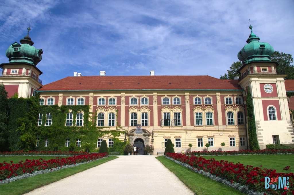 Blick auf den Pałac w Łancucie vom Hof im Osten Polens