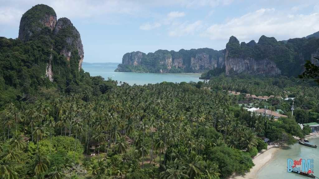 Blick vom ausgeschilderten Viewpoint auf Rai Leh