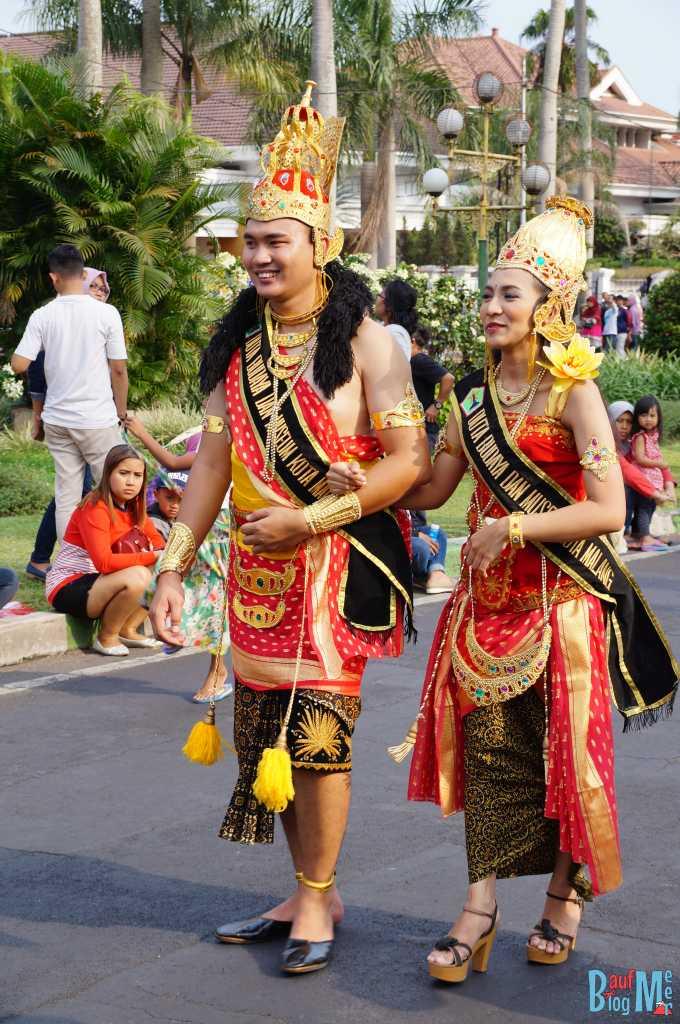 Zwei der Gewinner des Flower Carnivals 2016 in Malang
