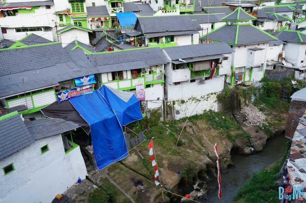 Häuser am Fluss in Malang