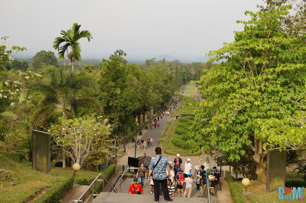 Ausblick vom Treppenaufgang zum Borobodur