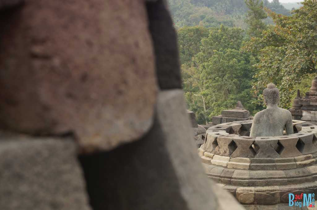Buddha Statur in Borobodur