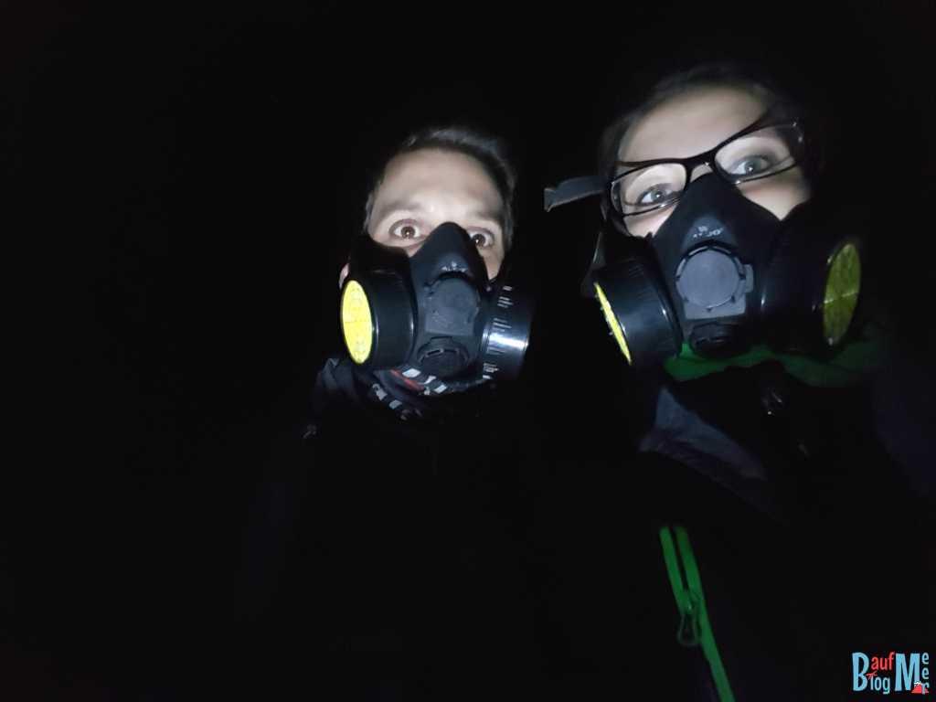 Selfie mit Gasmasken im Ijen Krater