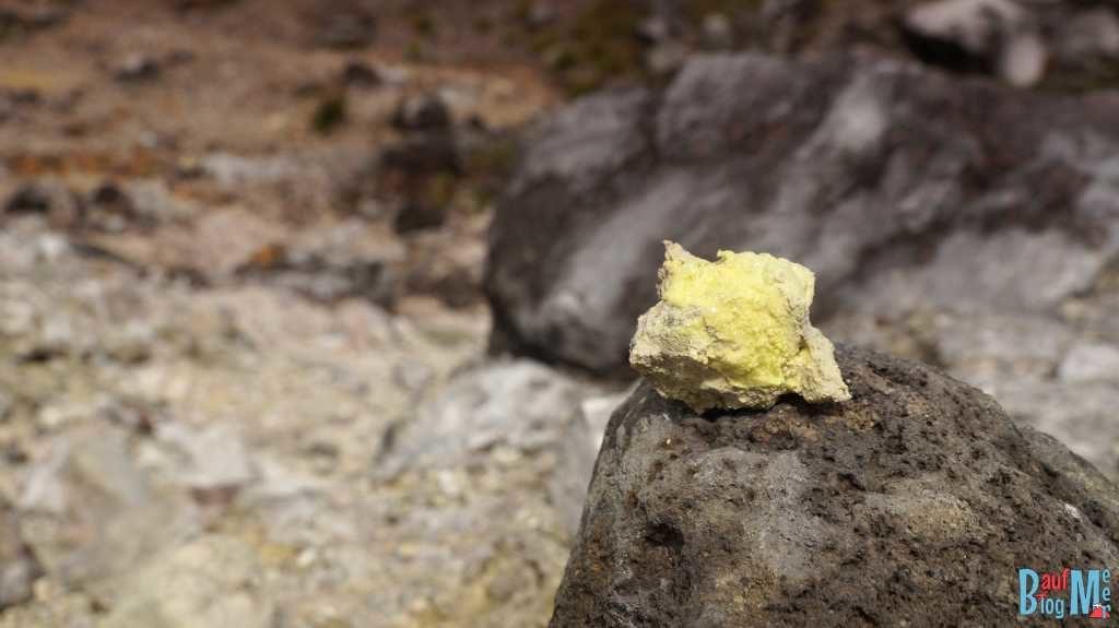Schwefelkristalle auf dem Sibayak