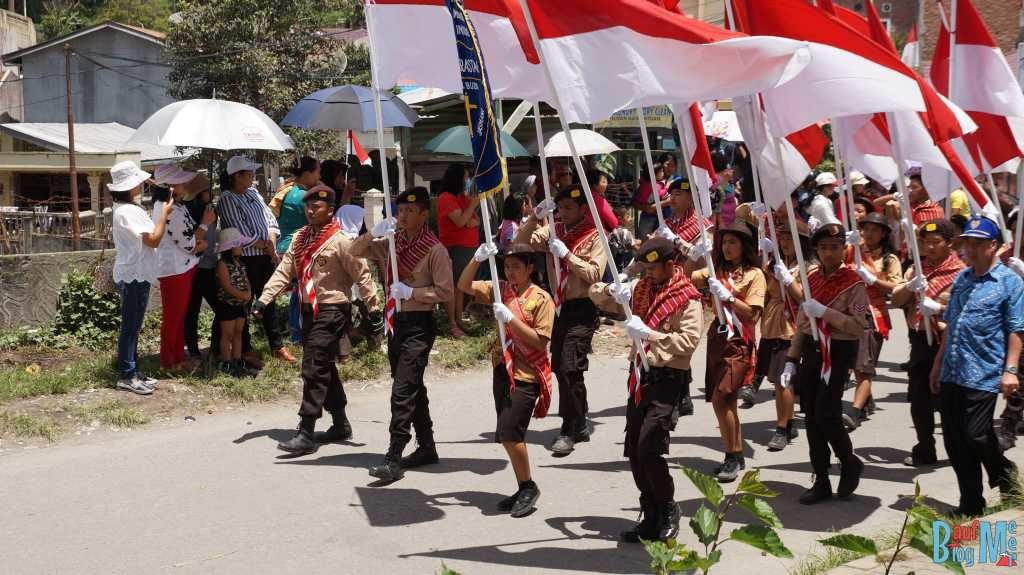 Paraden in Berastagi zum Unabhängigkeitstag Indonesiens