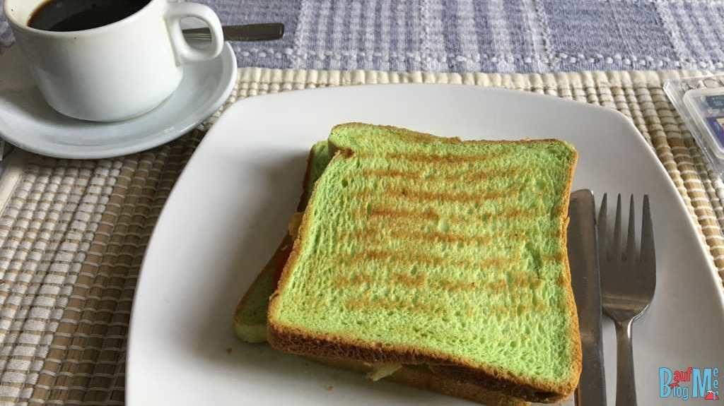 Grünes Pandan Toast zum Frühstück