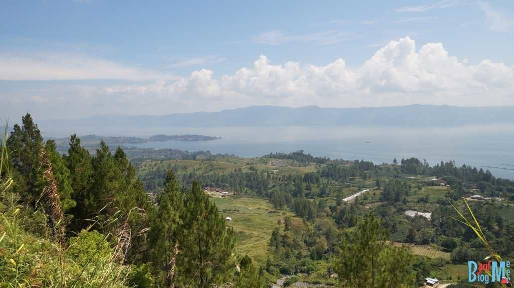 Aussicht auf den Danau Toba vom Viewpoint auf Samosir