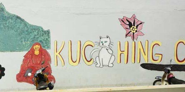 Bilder auf Hauswänden in Kuching