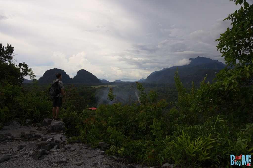 Ausblick auf den Gunung Mulu Nationalpark vom Felsen