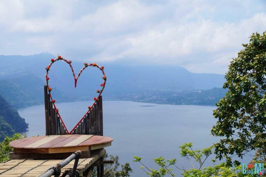 Ausblick auf Danau Buyan auf dem Weg in den Süden