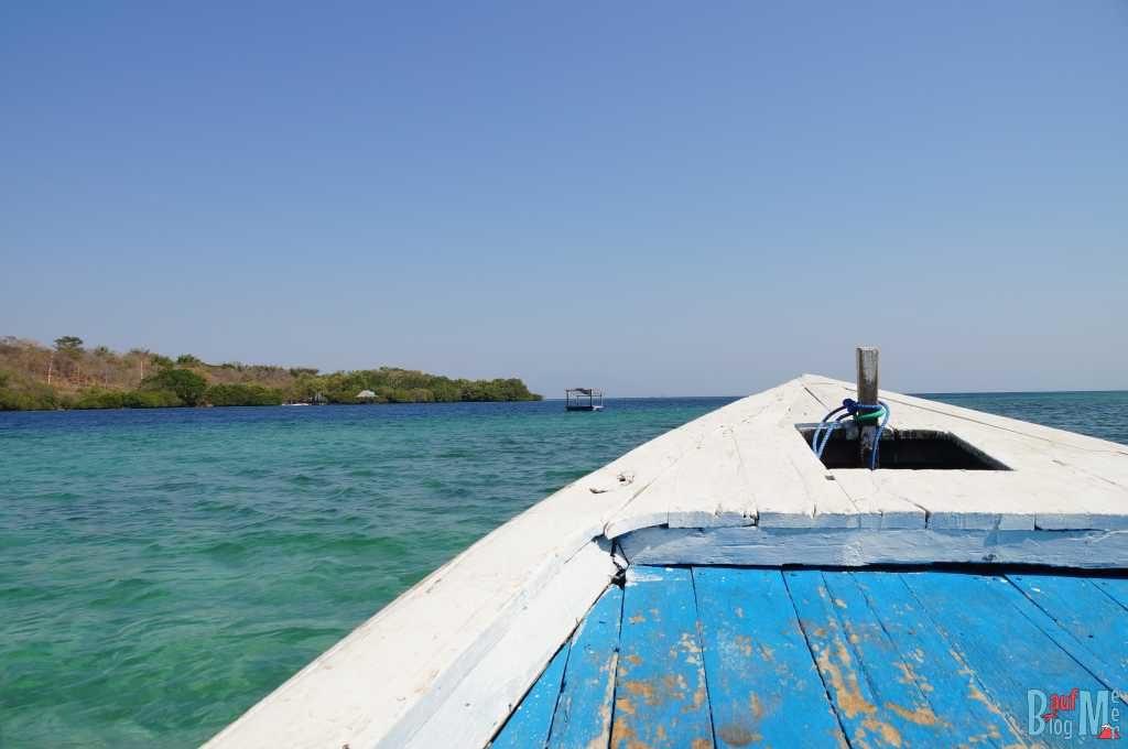 Boot in der Banyuwedang Bucht auf dem Weg zur Menjangan Insel