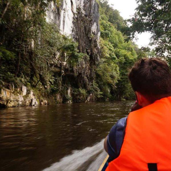 Bootsfahrt im Langboot zur Racercave im Gunung Mulu Nationalpark