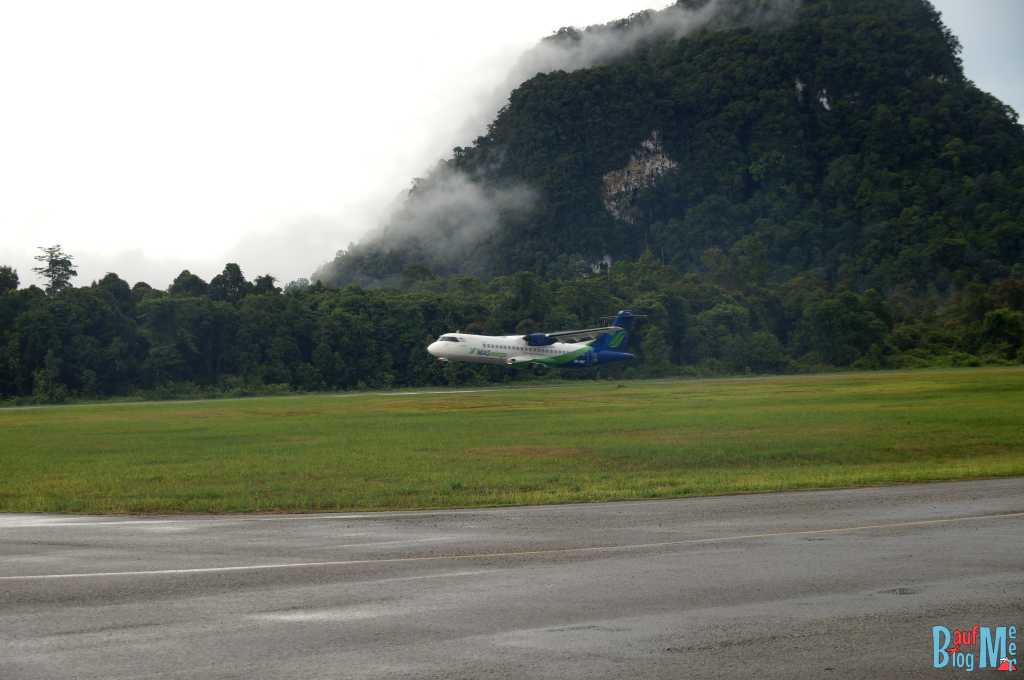 Mas Wings Flugzeug beim Start in Mulu, nahe Gunung Mulu Nationalpark