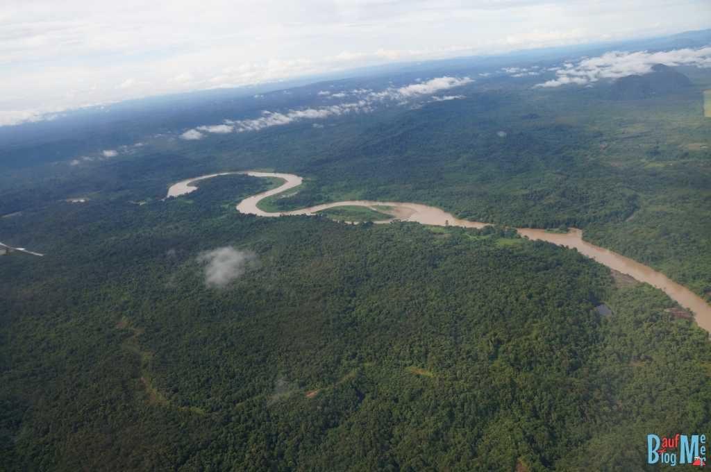 Blick auf den Gunung Mulu Nationalpark beim Anflug