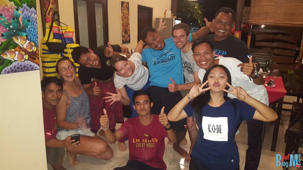 Gruppenfoto der lustigen Geburtstagsrunde