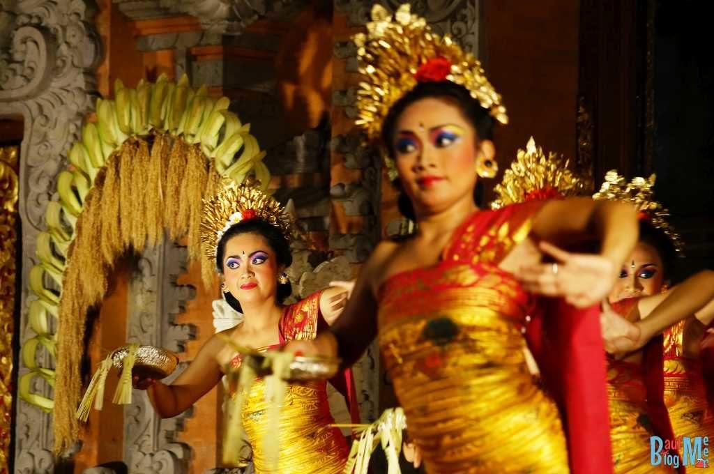Bali ist: Traditionelle Tänze. Legong Tanz in Ubud auf Bali