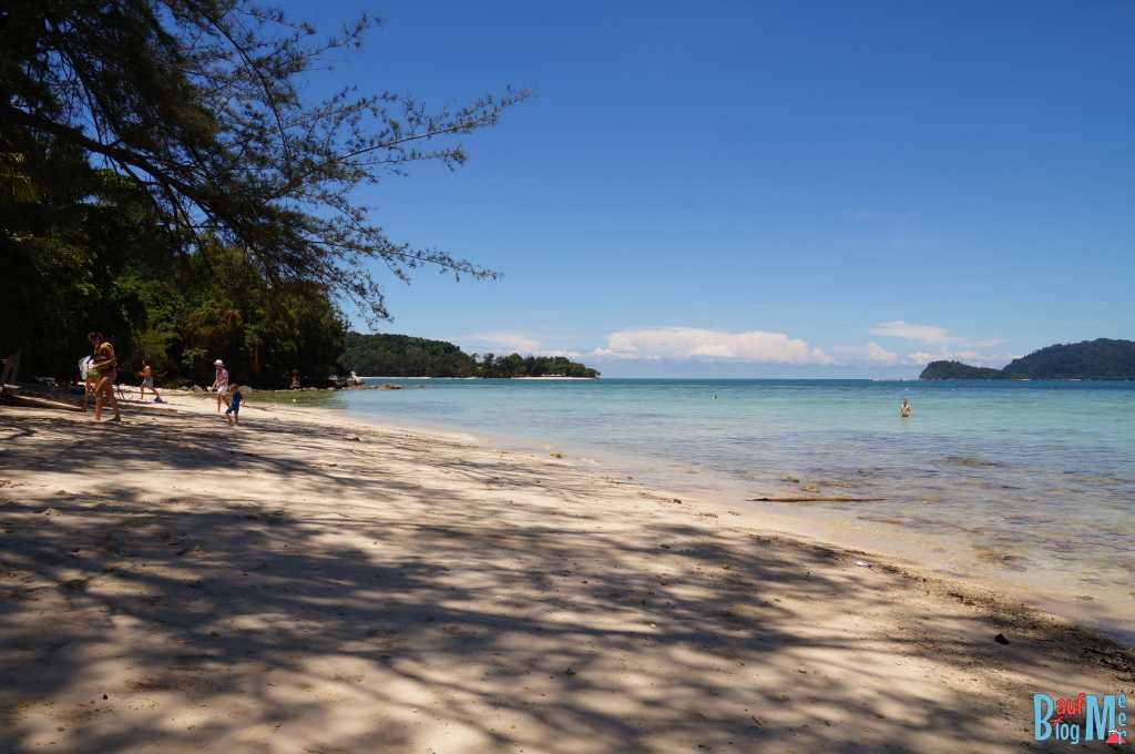 Sanstrand auf der Insel Mamutik im Tunku Abdul Rahman Nationalpark