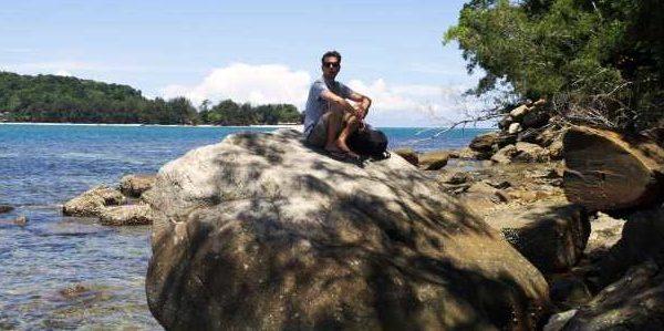Steinstrand auf der Insel Mamutik bei Kota Kinabalu