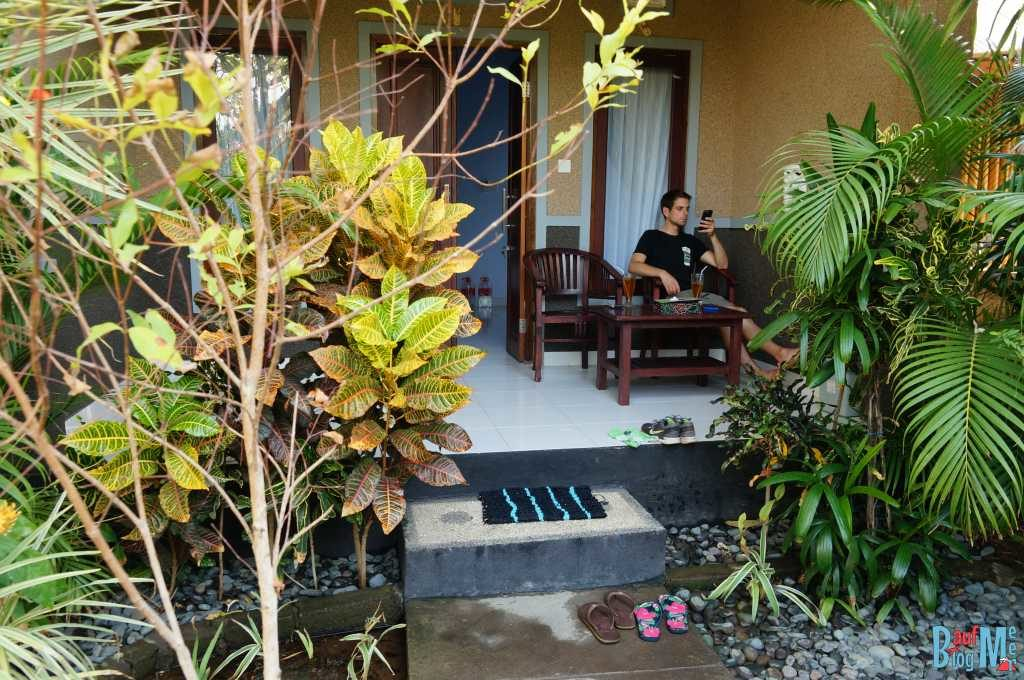 Bali ist: Tolle Homestays. Terasse im Molas Homestay