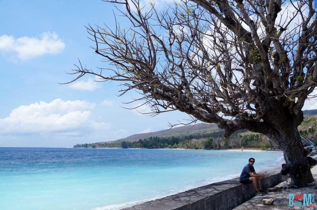 Strand entlang der Straße im Nordosten Nusa Penidas