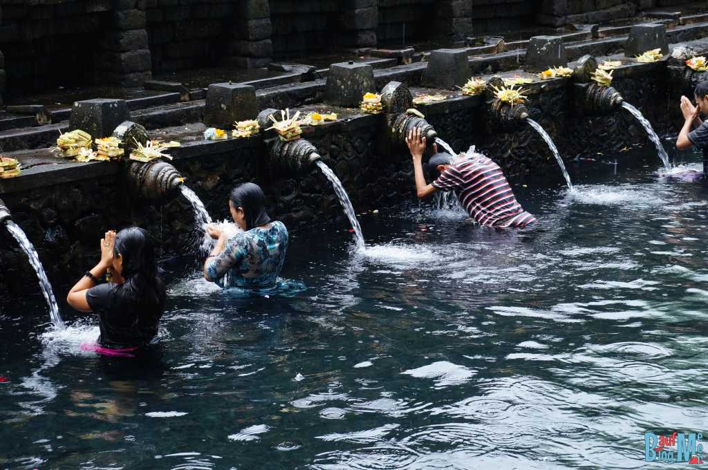 Bali ist: Tolle Tempel. Quellheiligtum Tempel Tirta Empul