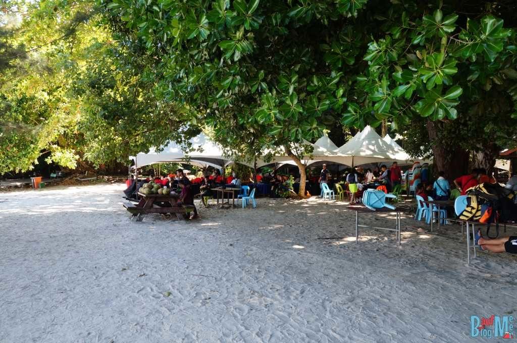 Stände auf der Insel Sapi im Tunku Abdul Rahman Nationalpark