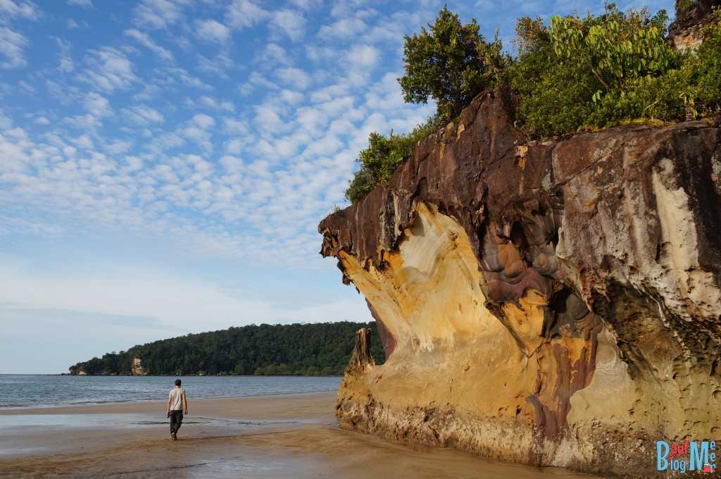 Strand des Bako Nationalparks bei Ebbe