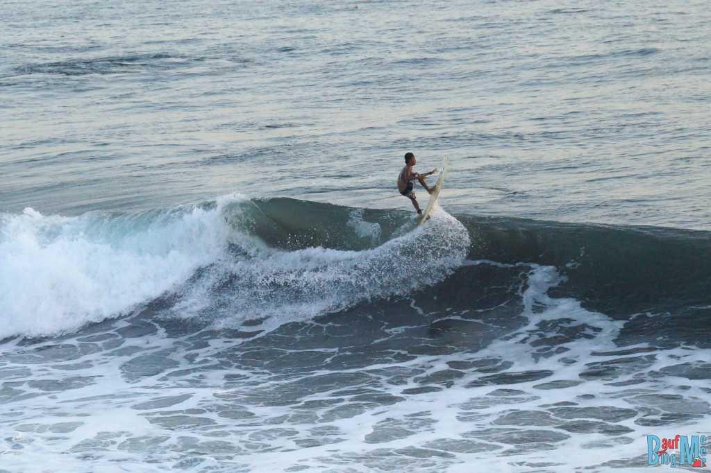 Bali ist: Surfen!