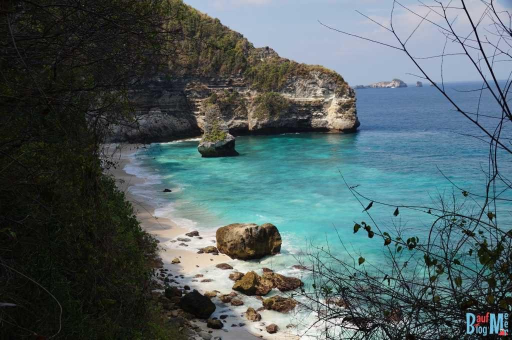 Suwehan Strand mit Klippenumgebung auf Nusa Penida