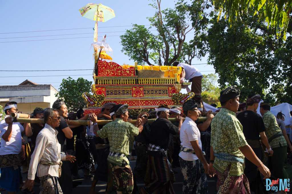 Trauerprozession Bali