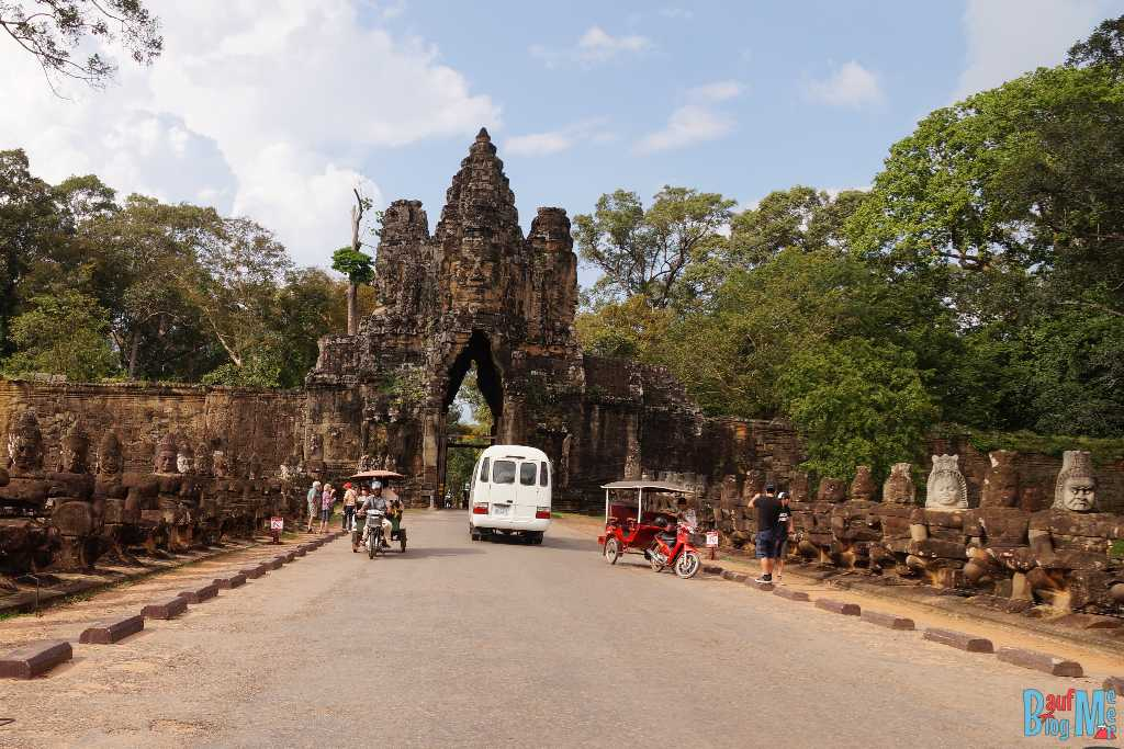 Angkor Tor und Mauer der vielen Köpfe