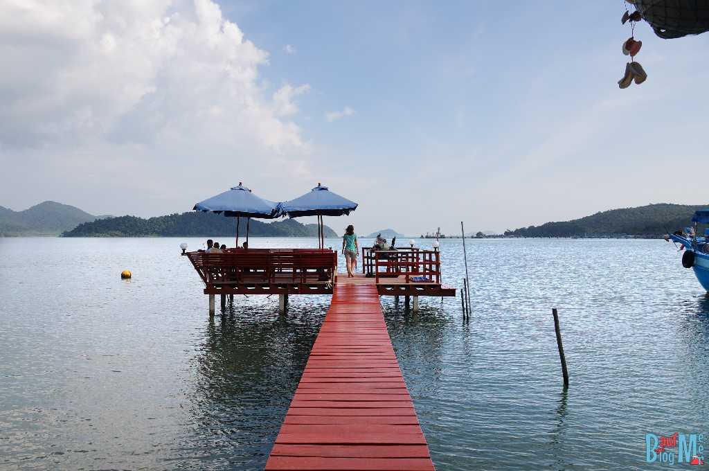 Pier eines Restaurants im Ort Baan Salak Phet auf Ko Chang