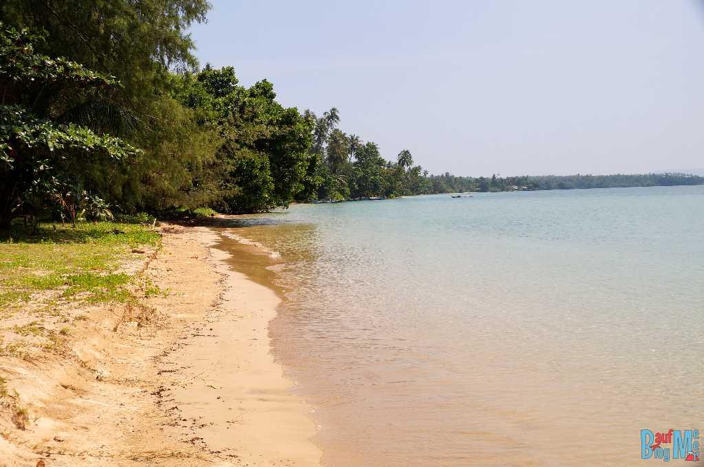Der Strand des Monkey Beach Resorts auf Ko Mak