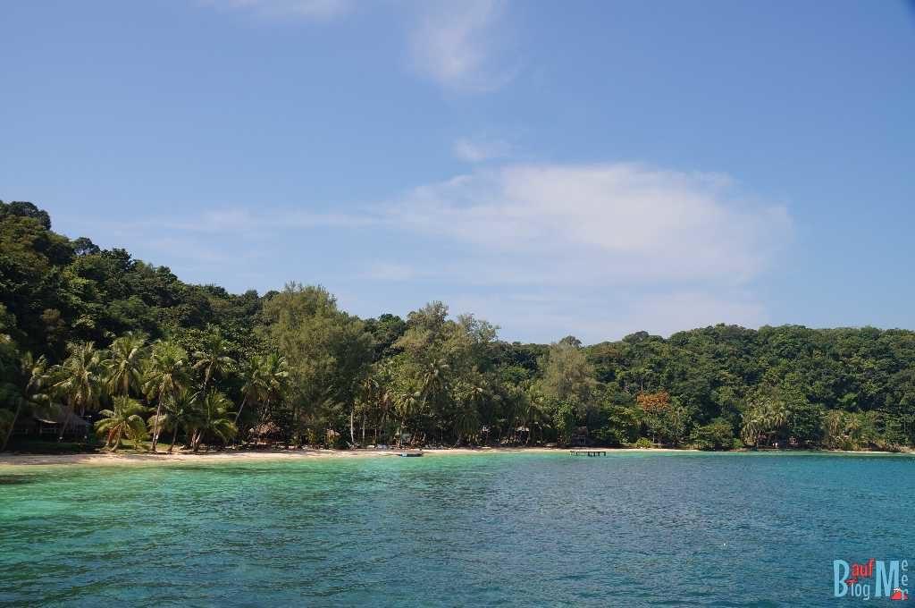 Blick auf einen Strand von Ko Wai