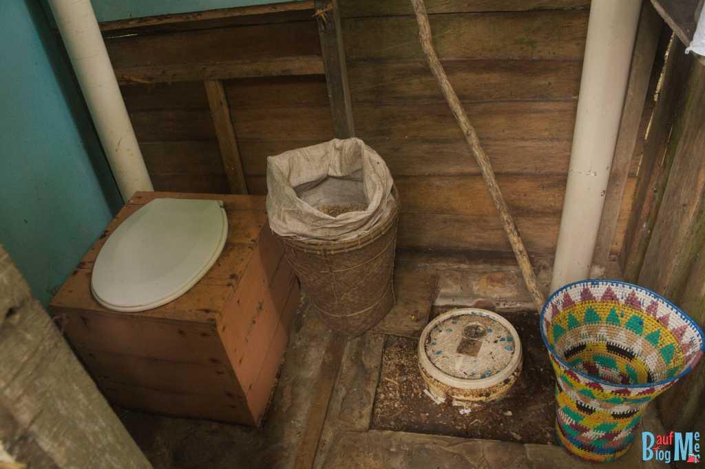 Kompost Toilette in unserer Unterkunft Tampat do Aman