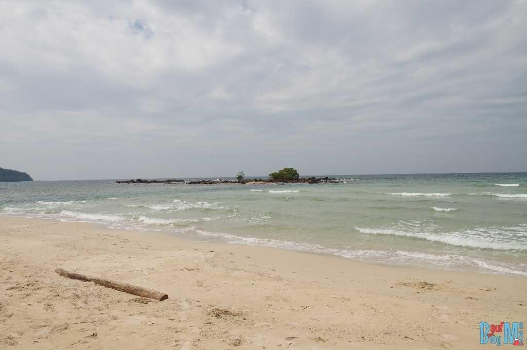 Blick auf Inselchen vom Strand des S-Beach Resorts auf Ko Kood