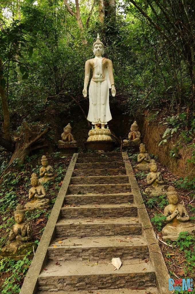 Buddha Statue im Wat Pha Lat