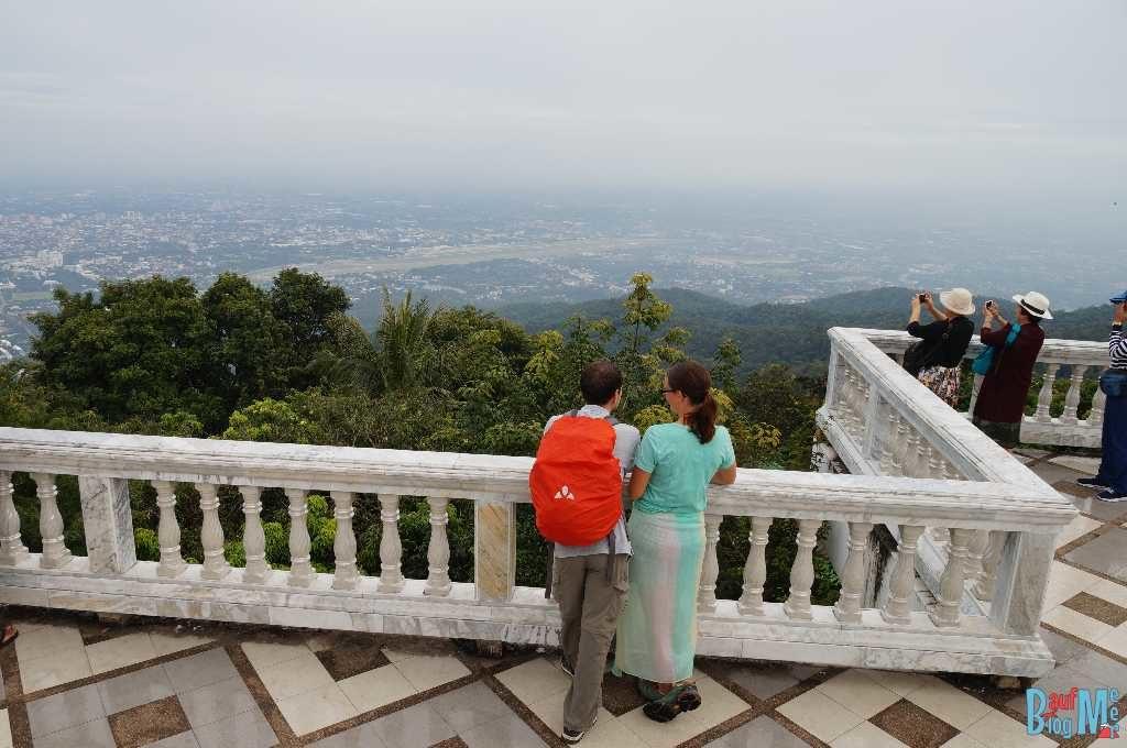 Ausblick auf Chiang Mai von der Terasse des Wat Phra That Doi Suthep