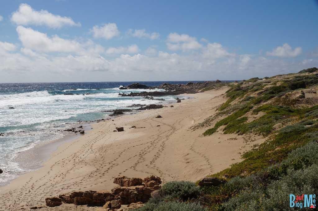Strand mit Fußsspuren am Cape Naturaliste