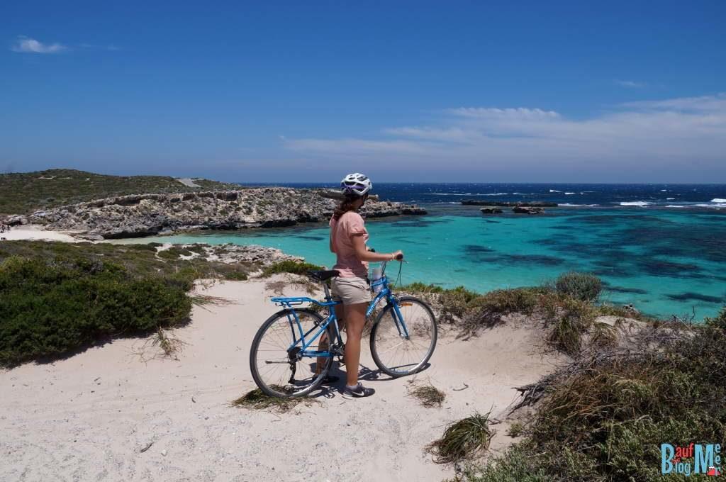 Mit dem Fahrrad auf Rottnest Island: Aussicht auf little Salmon Bay