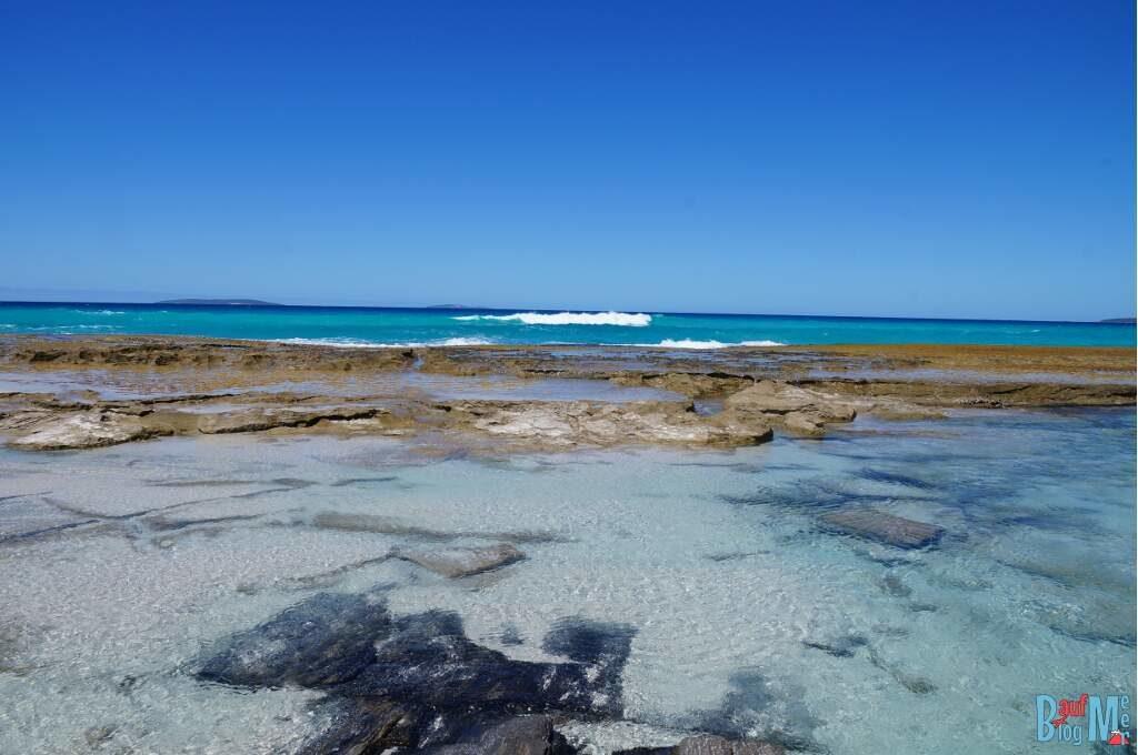 Felsen und der Südliche Ozean am 11 Mile Beach