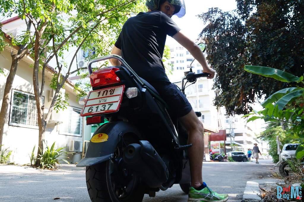 Eine der größten Risikoquellen ist Rollerfahren. Unbedingt eine Langzeit Auslandskrankenversicherung abschließen!