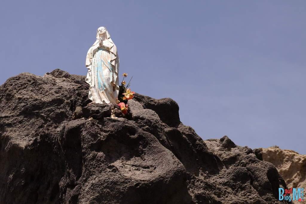 Marienfigur in der Pelara Bucht auf Ischia