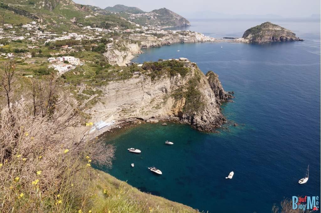 Ausblick auf Sorgeto vom Monte di Panza (Insel Ischia Italien)