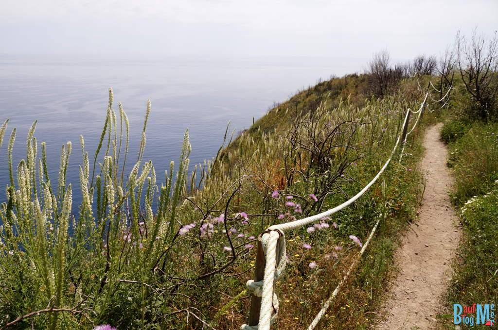 Wanderweg auf den Monte di Panza auf der Insel Ischia (Italien)