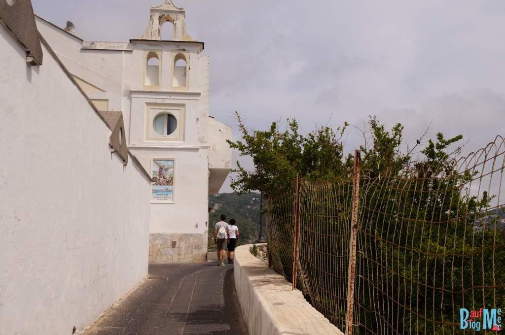 Gassen beim Wandern von Sant Angelo zum Maronti Strand auf Ischia